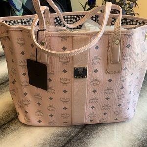 { MCM } Project Shopper Visetos Medium in Pink